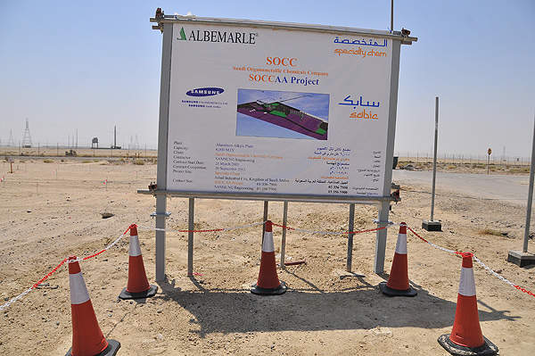 Signage of the new SOCC aluminium alkyls facility under construction in Jubail Industrial City, Saudi Arabia. Image courtesy of Albemarle.