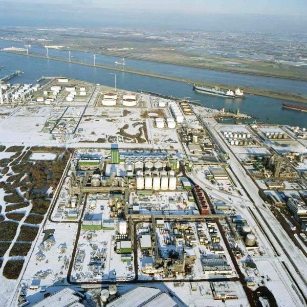 Abengoa Bioenergy's bioethanol plant in Europoort is the largest single train facility in the world. Image courtesy of Abengoa.