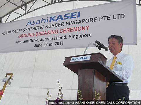 Asahi Kasei Corporation President Mr. Taketsugu Fujiwara delivering a speech during the groundbreaking ceremony.