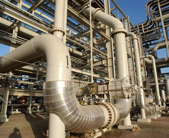 World-class domestic refineries stretching from the Arabian Gulf to the Red Sea maintain a reliable supply of more than a million barrels per day of products to meet the needs of domestic and international markets. At the same time Saudi Aramco's environmental protection planning has increased in line with its growing responsibilities in the national and international oil industry. Environmental concerns are reflected in system modifications throughout refining and distribution operations.