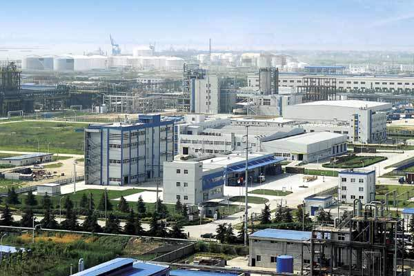 Wacker Chemie and Dow Corning have built an integrated silicone manufacturing facility in Zhangjiagang, China.