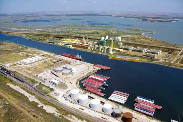 An impression of the proposed PET / PTA facility on Port of Corpus Christi's Inner Harbor.