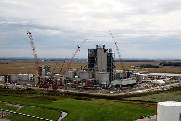 DuPont's commercial cellulosic ethanol plant in Nevada will produce 30 million gallons (113l) of fuel-grade cellulosic ethanol a year.
