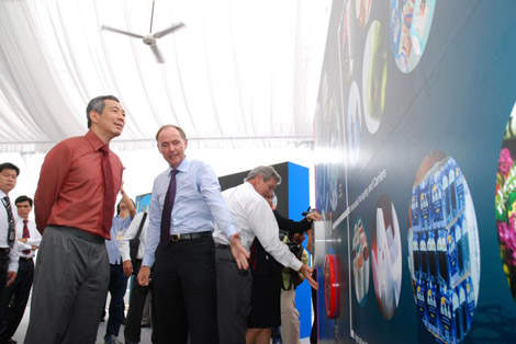 Georges Grosliere, project executive, ExxonMobil Asia Pacific, explains the exhibits at the ground-breaking ceremony of the new Jurong petrochemical complex to Prime Minister Lee Hsien Loong.