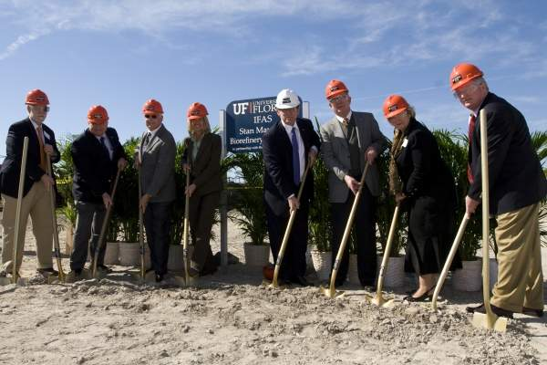Officials from the University of Florida, Buckeye Technologies and the Florida Legislature during the groundbreaking ceremony for the Stan Mayfield Biorefinery pilot plant in Perry, in March 2010. Image courtesy of the Institute of Food and Agricultural Sciences – University of Florida.