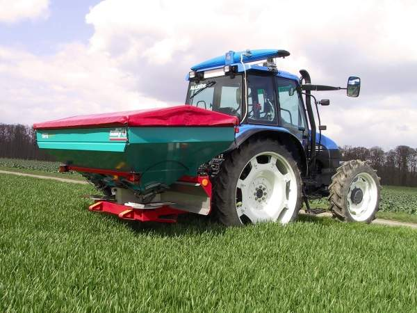 The Yara Sluiskil urea facility has a capacity of 3,500t/day (1.3 million tpa) of urea solution. Shown in the picture is a sulky fertiliser spreader. Image courtesy of Yara International.