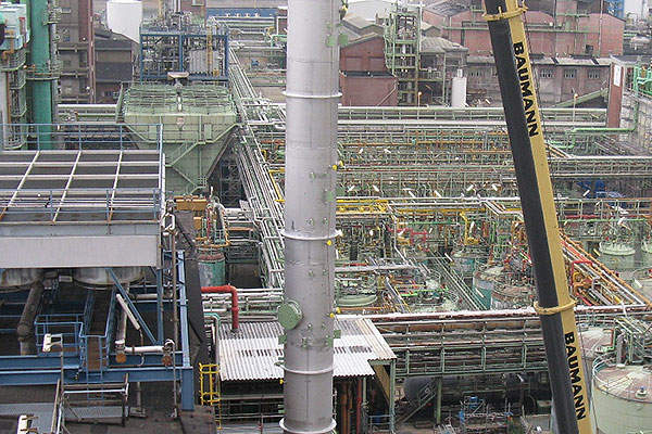 The plant was installed with a 30m-high distillation column in 2010 for separating the cresol mixtures.