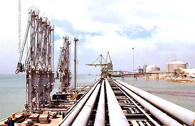 The Special Economic Zone (Petzone) has been developed to allow rapid implementation of new projects and utilise Iran's abundant oil reserves. The existing docks of the Petzone are being expanded. To date there are 37 jetties and the Ports and Shipping Organisation.
