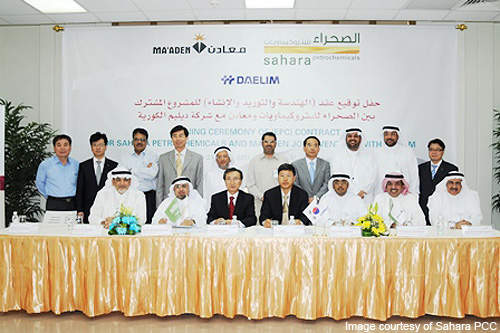 Officials at the awarding ceremony of alkali complex EPC contract to Daelim.