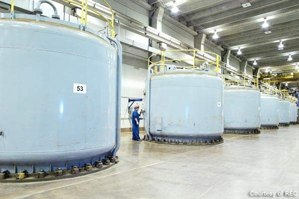Contractors for construction of the Silicon III plant included Fluor, Haskell and IMCO.