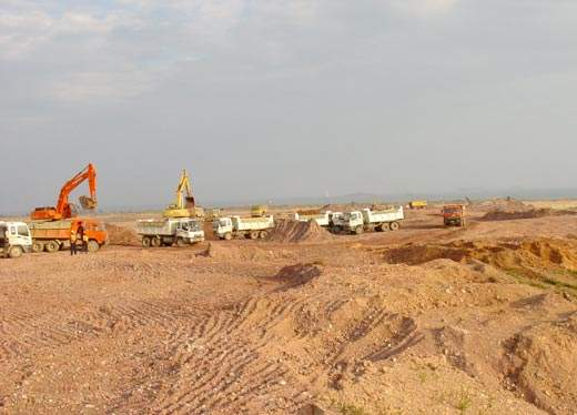 Mass cut fill activities on the site of the CSPC petrochemical complex. The complex is due for completion in 2006.