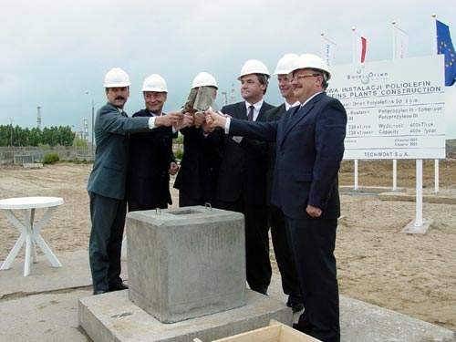 On 25 June 2003 Basell Orlen Polyolefins celebrated its First Brick Ceremony in the city of Plock, Poland. The palnt is close to the PKN Orlen site. More than 160 people attended the ceremony.