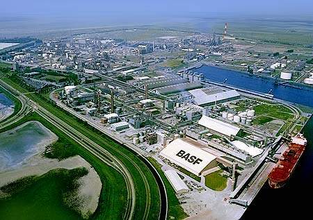 BASF commissioned a new aromatics plant at its Antwerp site in Belgium in January 2000.
