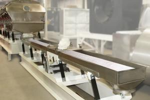 Sanitary vibratory conveyors